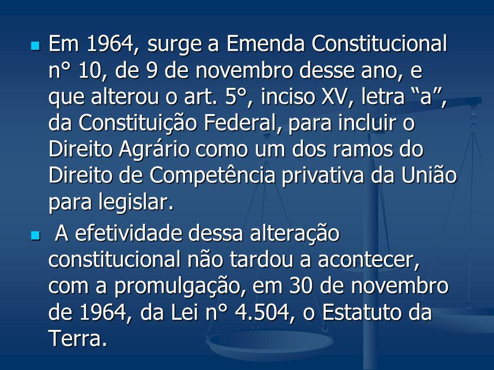 Em 1964, surge a Emenda Constitucional n° 10, de 9 de novembro desse ano, e que alterou o art. 5°, inciso XV, letra a, da Constituição Federal, para i
