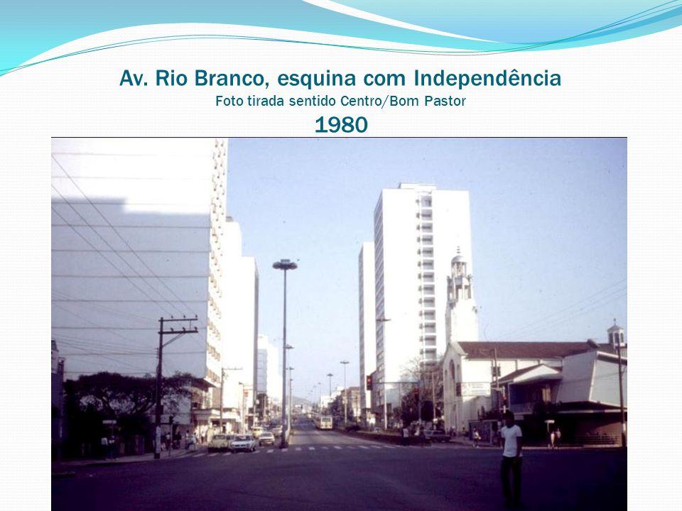 Av. Rio Branco, esquina com Independência Foto tirada sentido Centro/Bom Pastor 1980