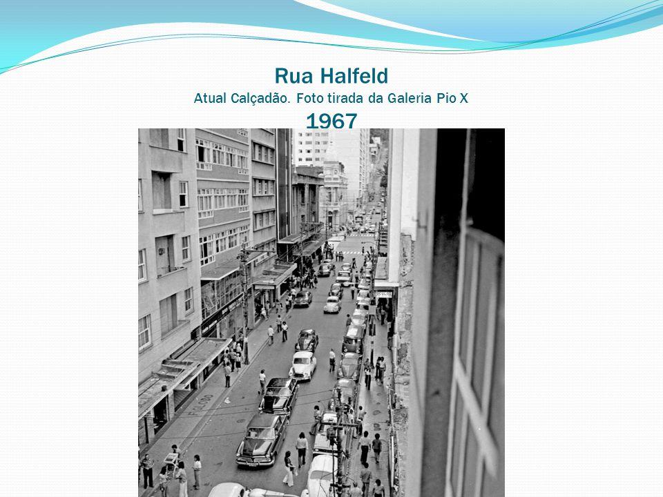 Av. Rio Branco entre as ruas Sampaio e Dr. Antônio Carlos Passagem de ônibus (pista do meio) 1995