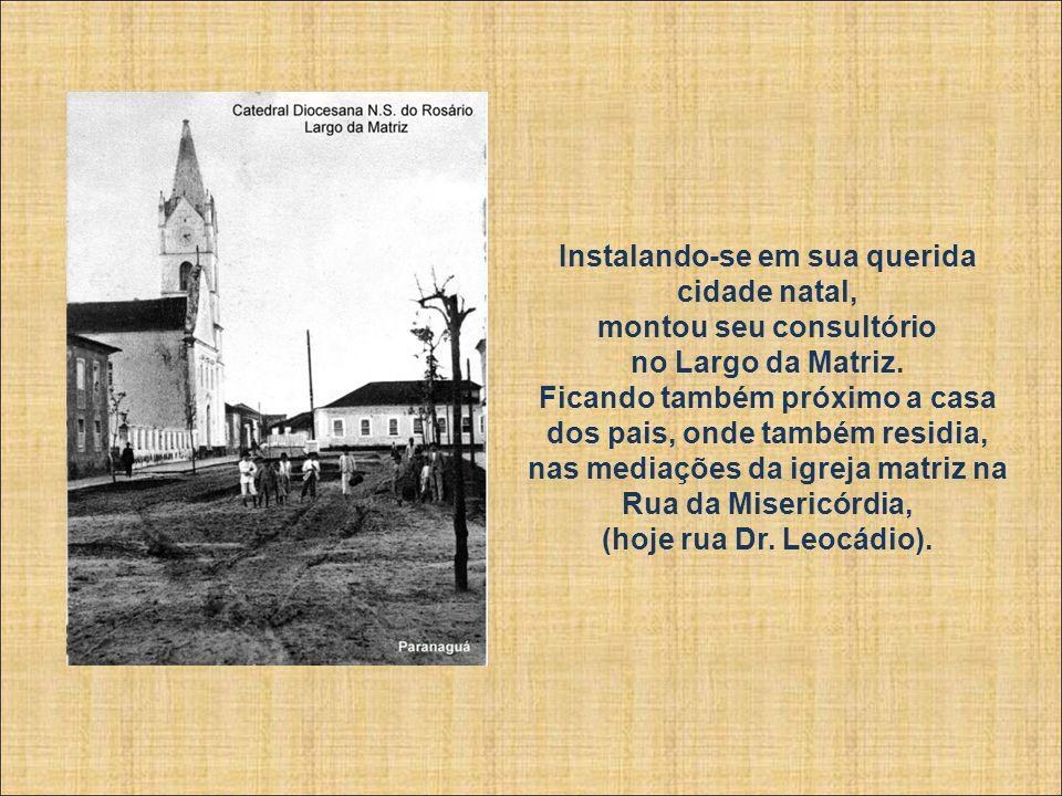 Instalando-se em sua querida cidade natal, montou seu consultório no Largo da Matriz.
