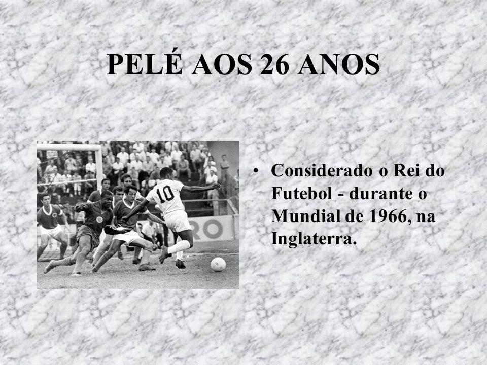CURIOSIDADES SOBRE PELÉ: Por causa de Pelé, o Santos chegou a jogar 22 partidas em 30 dias – por isso, foi criada a lei de 72 horas entre una partida e outra.