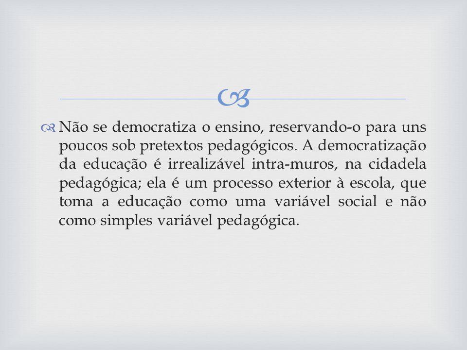 Não se democratiza o ensino, reservando-o para uns poucos sob pretextos pedagógicos.