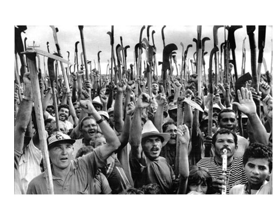 A QUESTÃO AGRÁRIA NA HISTÓRIA Na história, o termo é usado para ajudar a explicar a evolução da luta política e a luta de classes para o domínio e o controle dos territórios e da posse da terra.