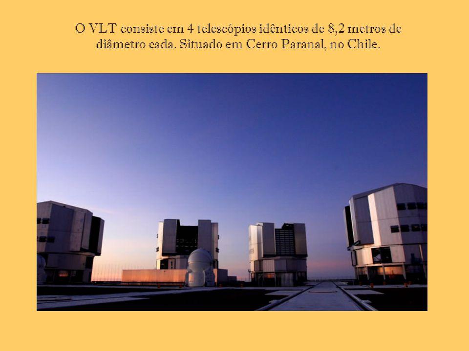 O VLT consiste em 4 telescópios idênticos de 8,2 metros de diâmetro cada. Situado em Cerro Paranal, no Chile.