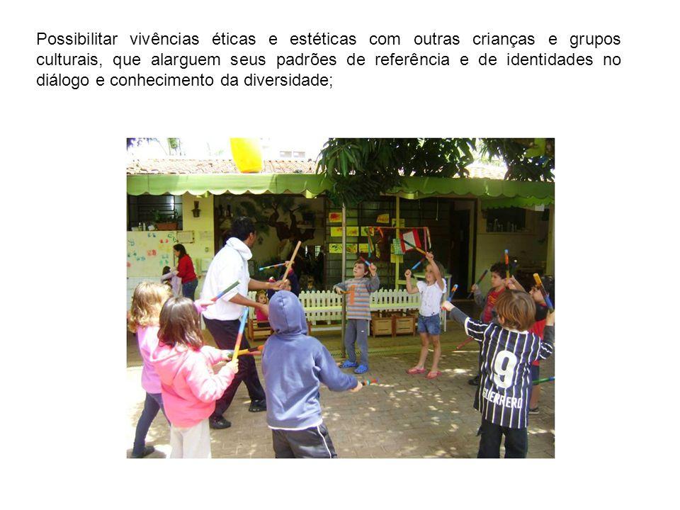 Possibilitar vivências éticas e estéticas com outras crianças e grupos culturais, que alarguem seus padrões de referência e de identidades no diálogo
