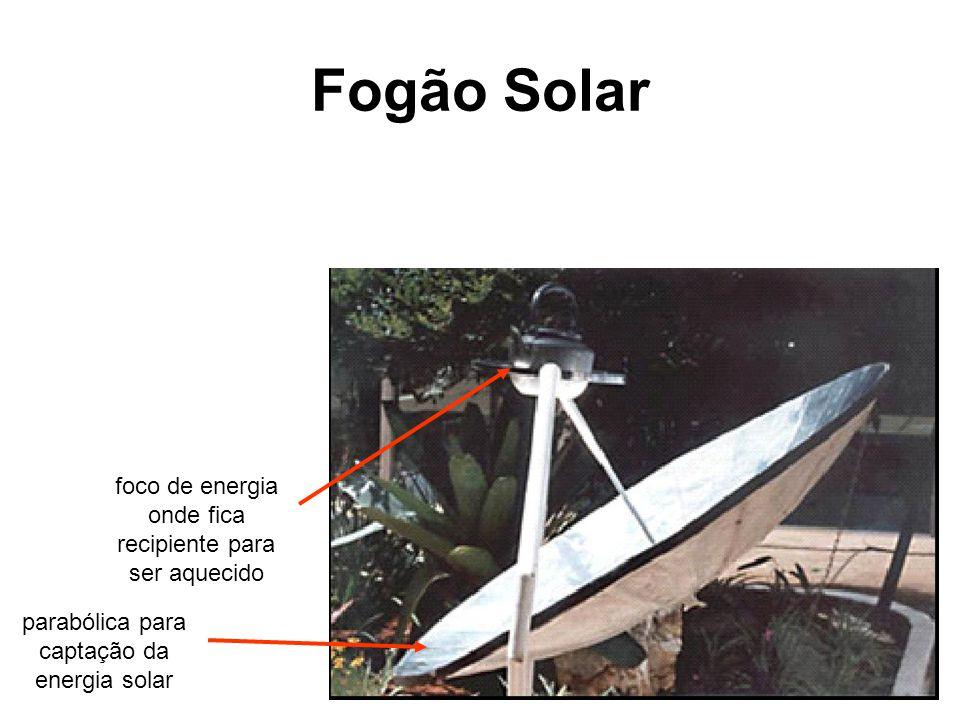 Fogão Solar parabólica para captação da energia solar foco de energia onde fica recipiente para ser aquecido