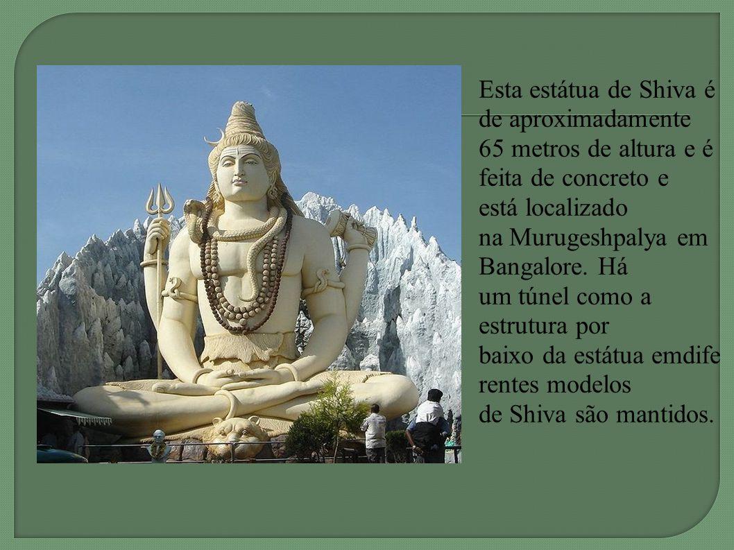 Esta estátua de Shiva é de aproximadamente 65 metros de altura e é feita de concreto e está localizado na Murugeshpalya em Bangalore.