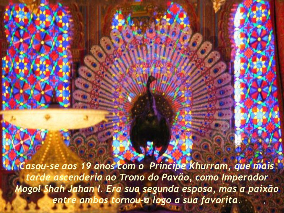 Mumtaz Mahal, cujo nome significa ornamento amado do palácio, nasceu em 1593 na Índia, no seio de uma família aristocrata persa de tradição religiosa