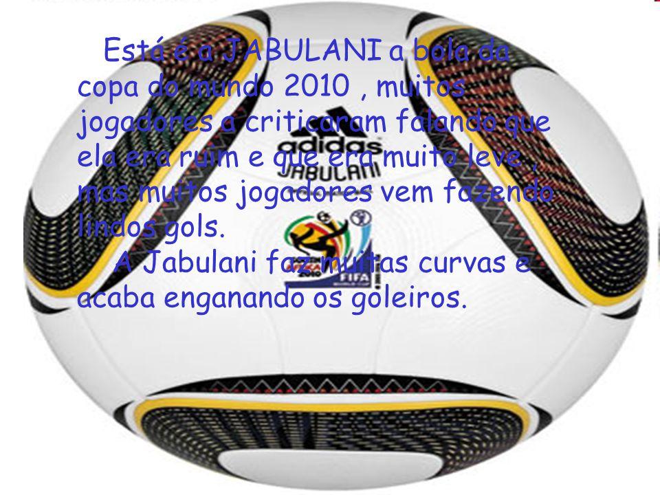 Está é a JABULANI a bola da copa do mundo 2010, muitos jogadores a criticaram falando que ela era ruim e que era muito leve, mas muitos jogadores vem