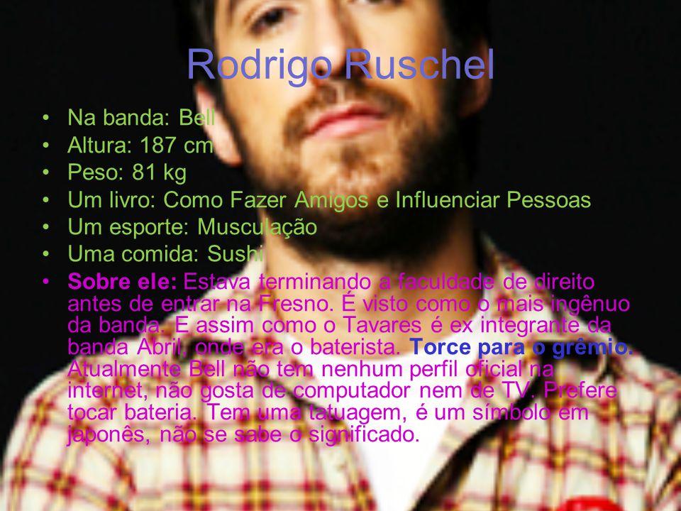 Solos Os cantores Lucas Silveira e Rodrigo Tavares possuem outras bandas em que tocam sozinhos.