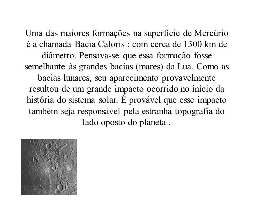 Uma das maiores formações na superfície de Mercúrio é a chamada Bacia Caloris ; com cerca de 1300 km de diâmetro.