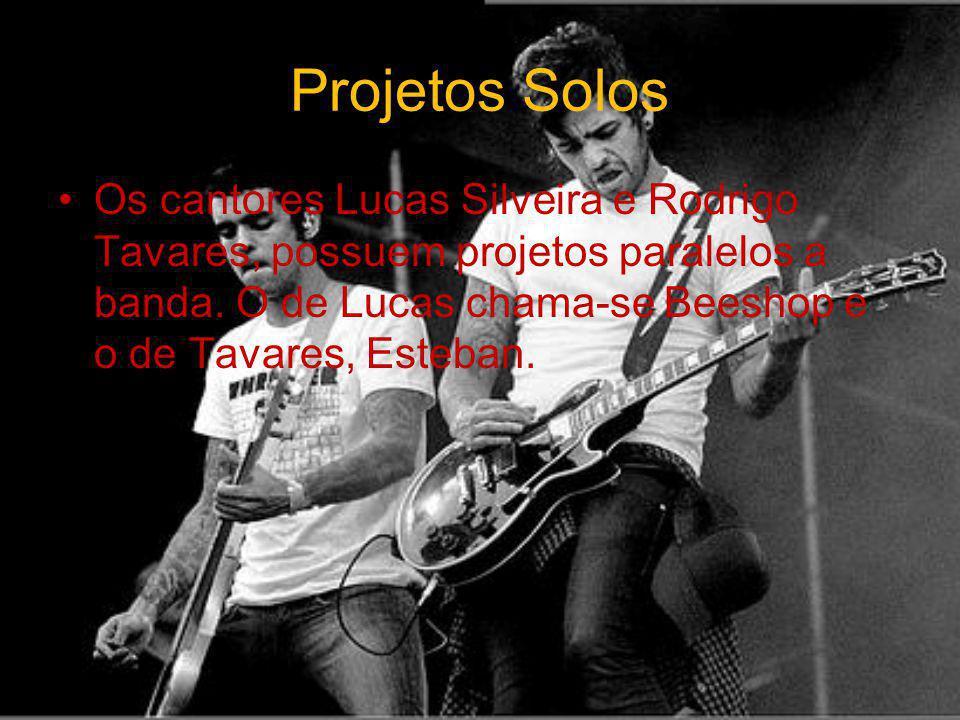 Projetos Solos Os cantores Lucas Silveira e Rodrigo Tavares, possuem projetos paralelos a banda. O de Lucas chama-se Beeshop e o de Tavares, Esteban.