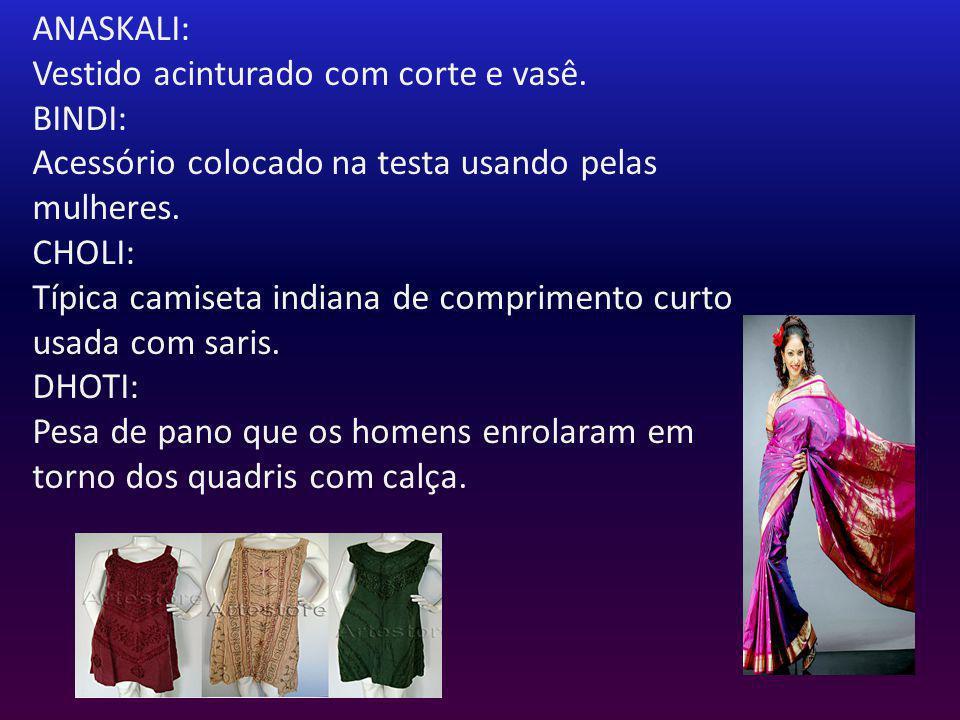 ANASKALI: Vestido acinturado com corte e vasê. BINDI: Acessório colocado na testa usando pelas mulheres. CHOLI: Típica camiseta indiana de comprimento