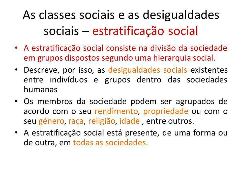 As classes sociais e as desigualdades sociais – estratificação social A estratificação social consiste na divisão da sociedade em grupos dispostos seg