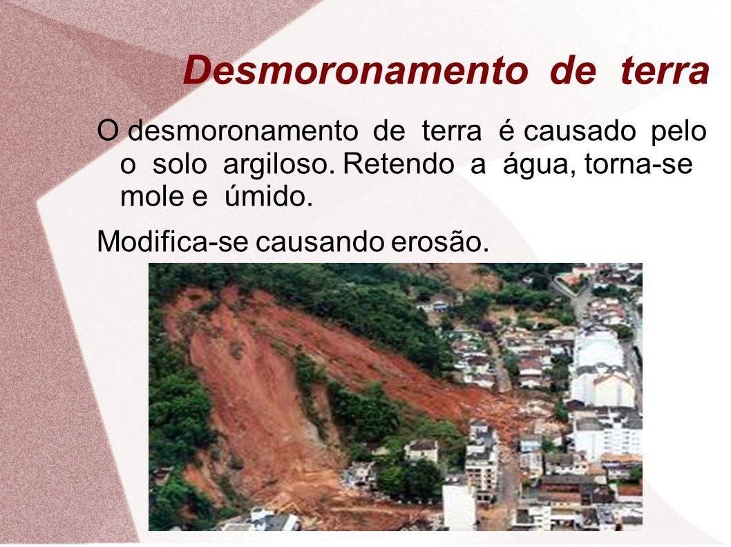 Desmoronamento de terra O desmoronamento de terra é causado pelo o solo argiloso.