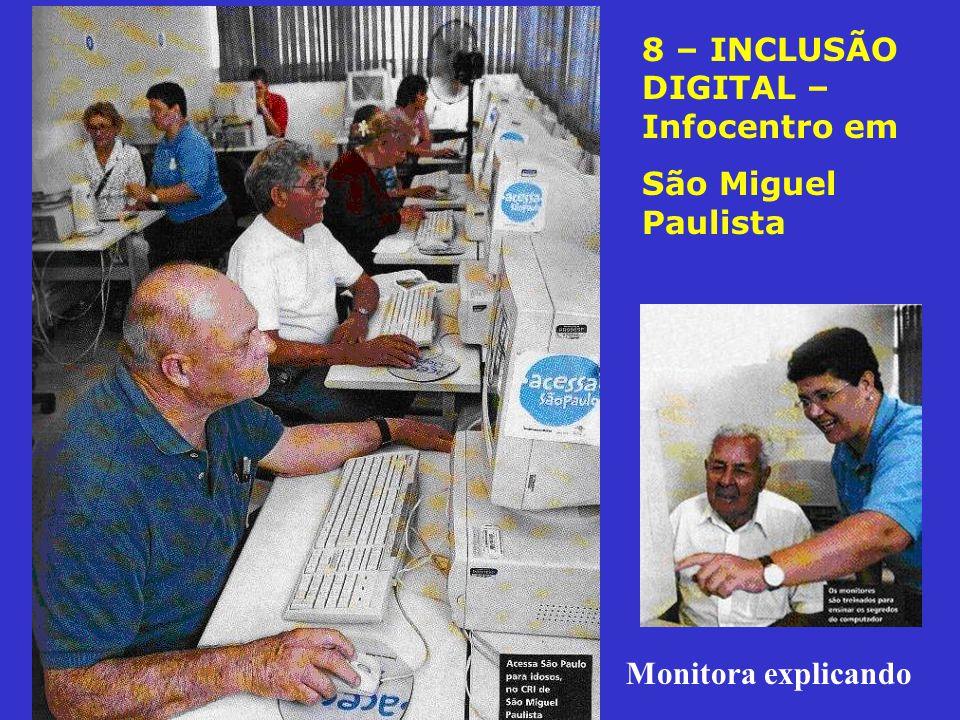 8 – INCLUSÃO DIGITAL – Infocentro em São Miguel Paulista Monitora explicando