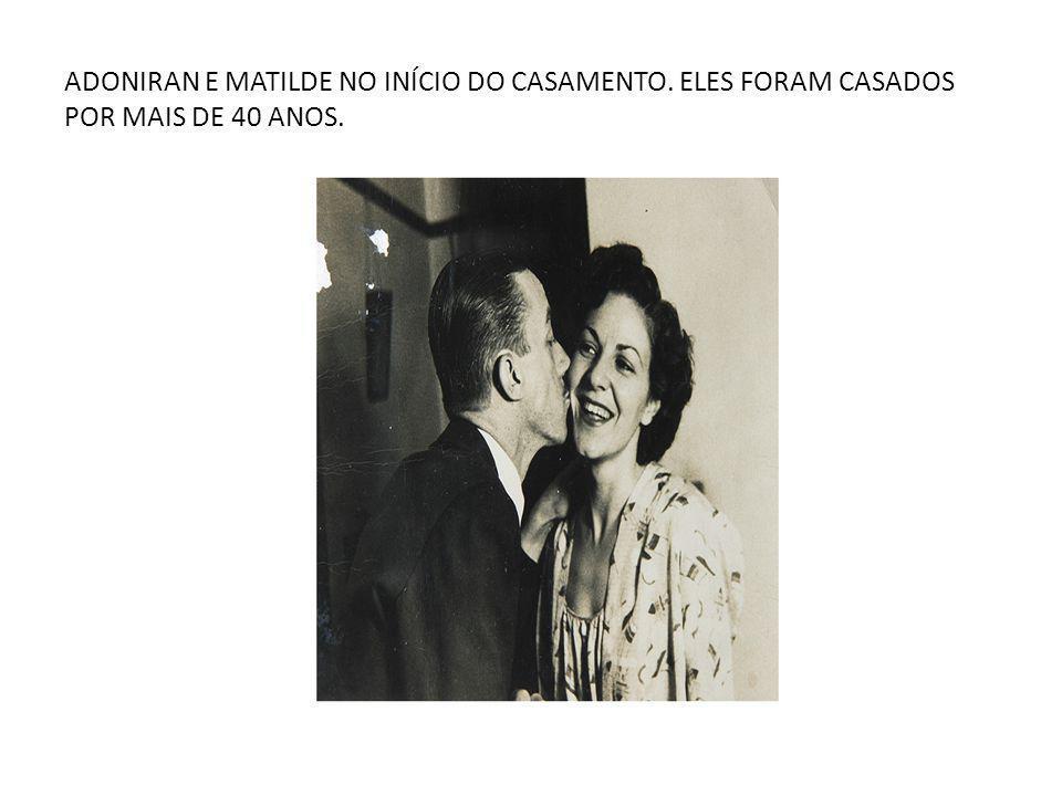 ADONIRAN E MATILDE NO INÍCIO DO CASAMENTO. ELES FORAM CASADOS POR MAIS DE 40 ANOS.