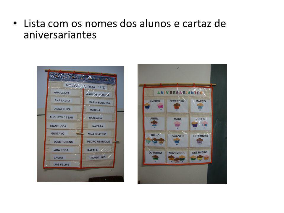 Lista com os nomes dos alunos e cartaz de aniversariantes