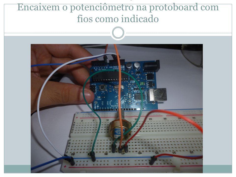 Passo 5 Encaixem o potenciômetro na protoboard com fios como indicado