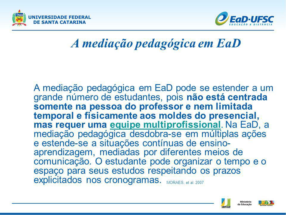 A mediação pedagógica em EaD pode se estender a um grande número de estudantes, pois não está centrada somente na pessoa do professor e nem limitada t