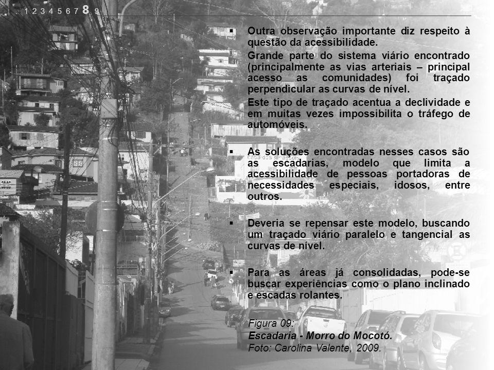 Figura 09: Escadaria - Morro do Mocotó. Foto: Carolina Valente, 2009. Outra observação importante diz respeito à questão da acessibilidade. Grande par