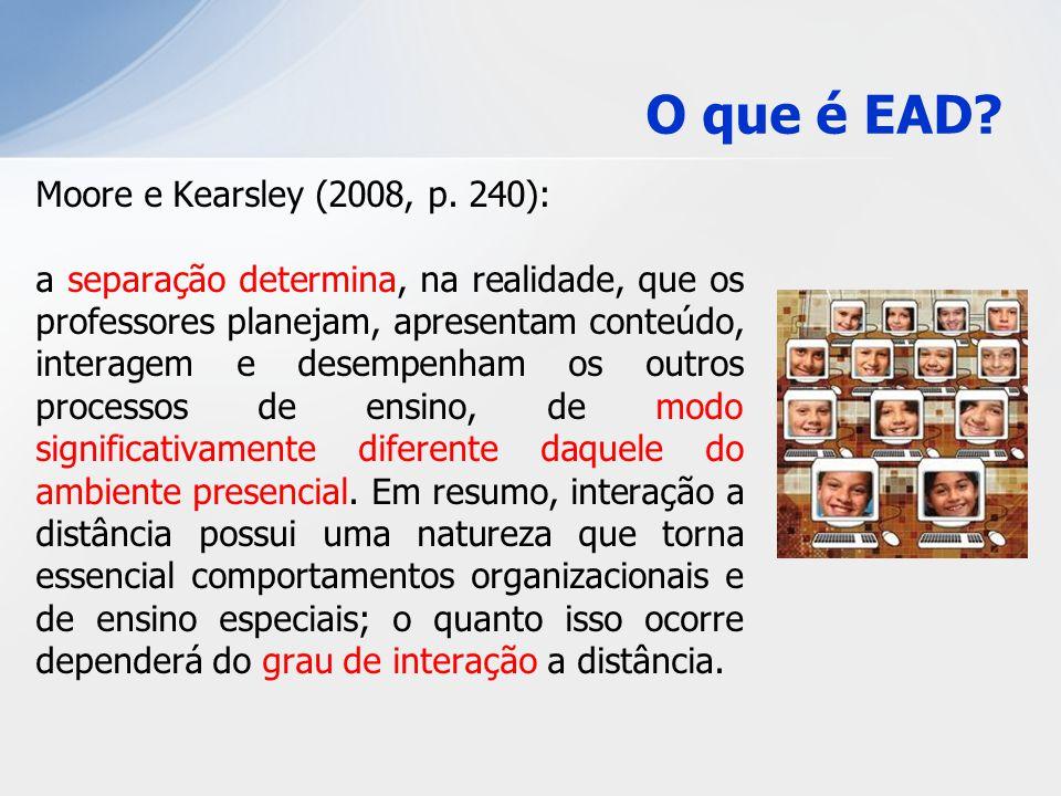 Moore e Kearsley (2008, p. 240): a separação determina, na realidade, que os professores planejam, apresentam conteúdo, interagem e desempenham os out