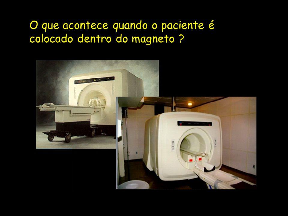 O que acontece quando o paciente é colocado dentro do magneto ?