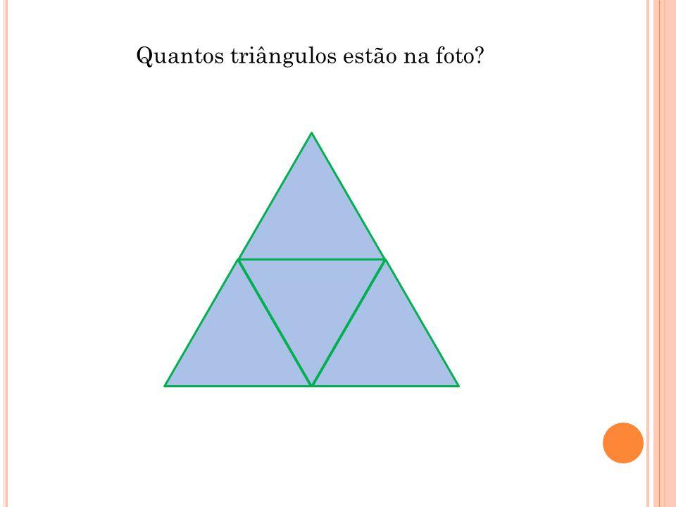 Quantos triângulos estão na foto?