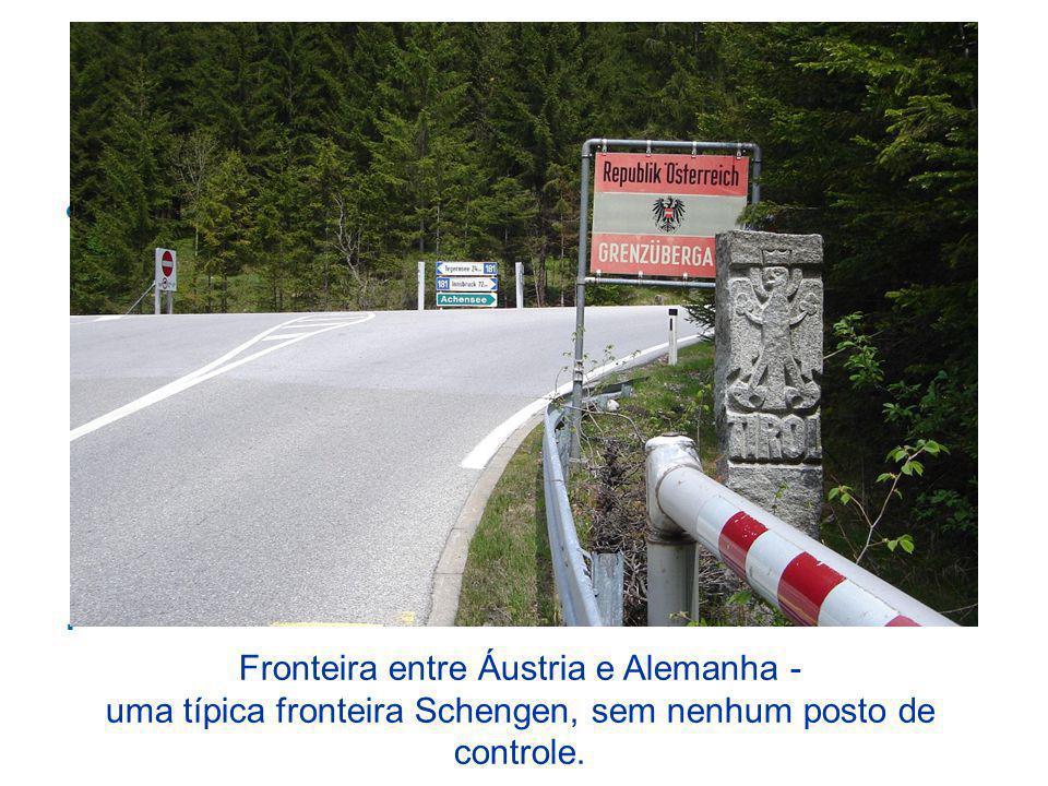 Espaço Schengen O Espaço Schengen permite a livre circulação de pessoas dentro dos países participantes, sem a necessidade de apresentação de passapor