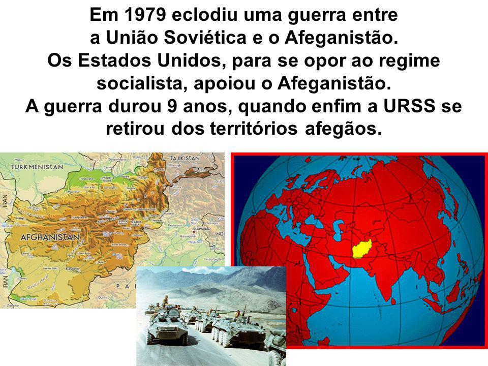 Em 1979 eclodiu uma guerra entre a União Soviética e o Afeganistão. Os Estados Unidos, para se opor ao regime socialista, apoiou o Afeganistão. A guer