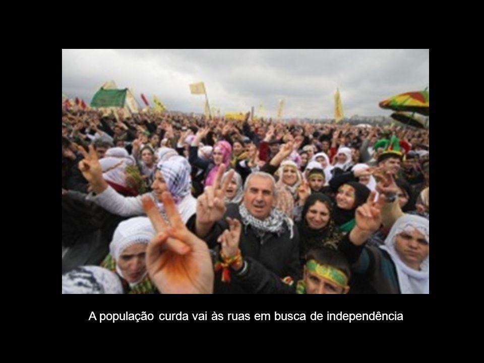 A população curda vai às ruas em busca de independência
