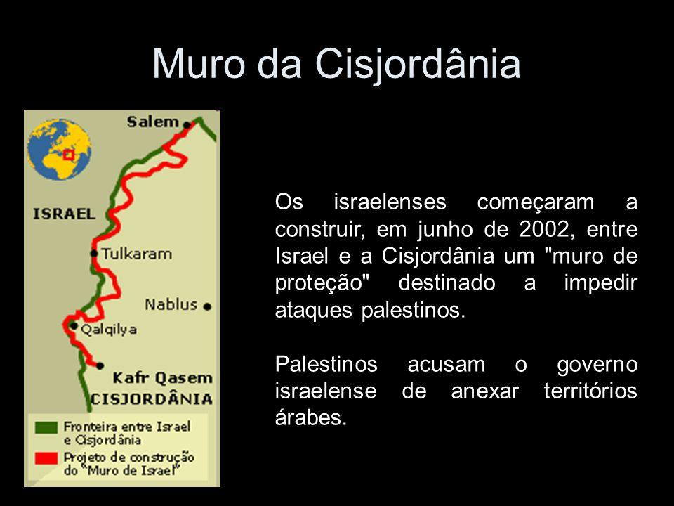 Muro da Cisjordânia Os israelenses começaram a construir, em junho de 2002, entre Israel e a Cisjordânia um muro de proteção destinado a impedir ataques palestinos.