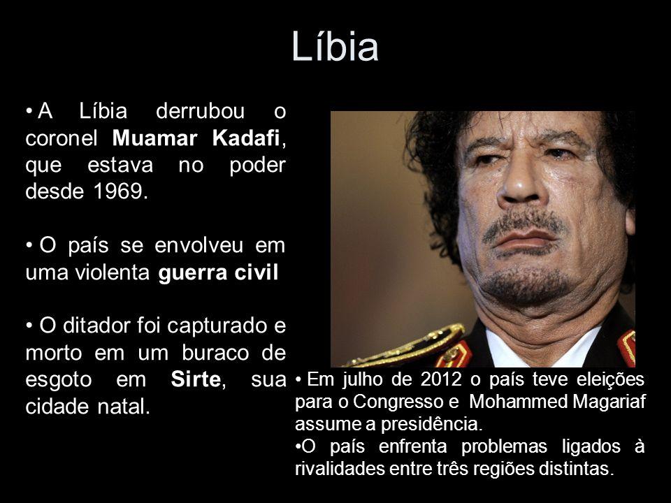 A Líbia derrubou o coronel Muamar Kadafi, que estava no poder desde 1969.