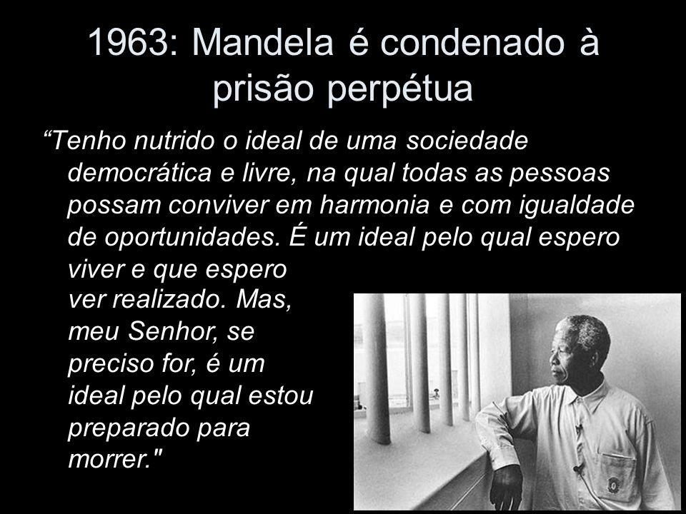 1963: Mandela é condenado à prisão perpétua Tenho nutrido o ideal de uma sociedade democrática e livre, na qual todas as pessoas possam conviver em harmonia e com igualdade de oportunidades.