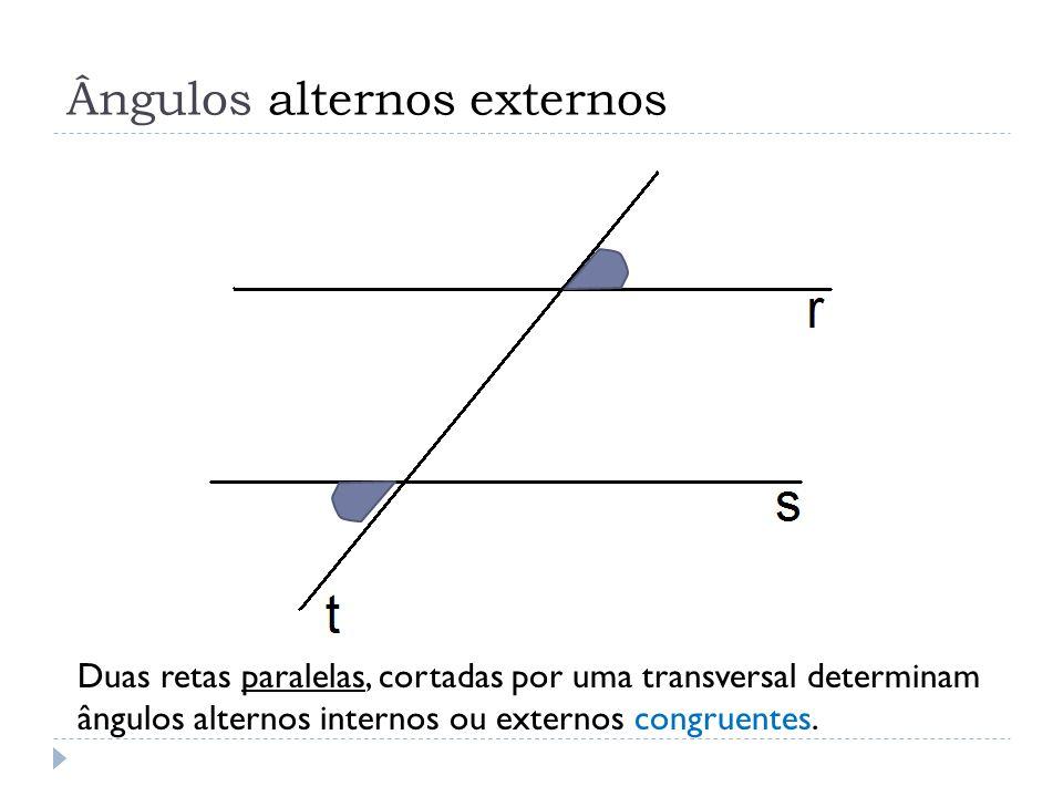 Duas retas paralelas, cortadas por uma transversal determinam ângulos alternos internos ou externos congruentes.