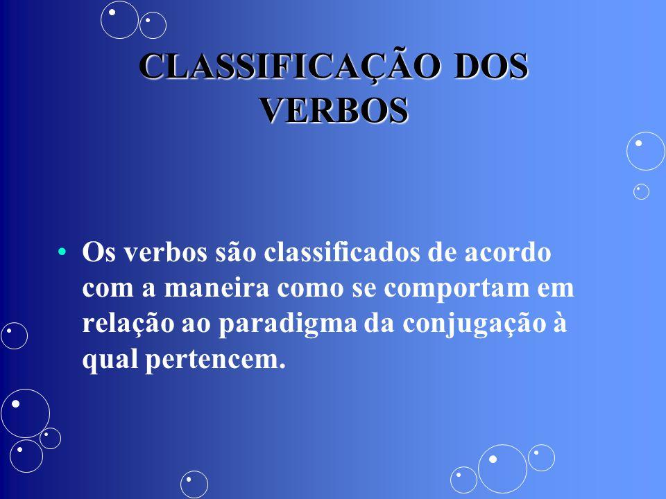CLASSIFICAÇÃO DOS VERBOS Os verbos são classificados de acordo com a maneira como se comportam em relação ao paradigma da conjugação à qual pertencem.