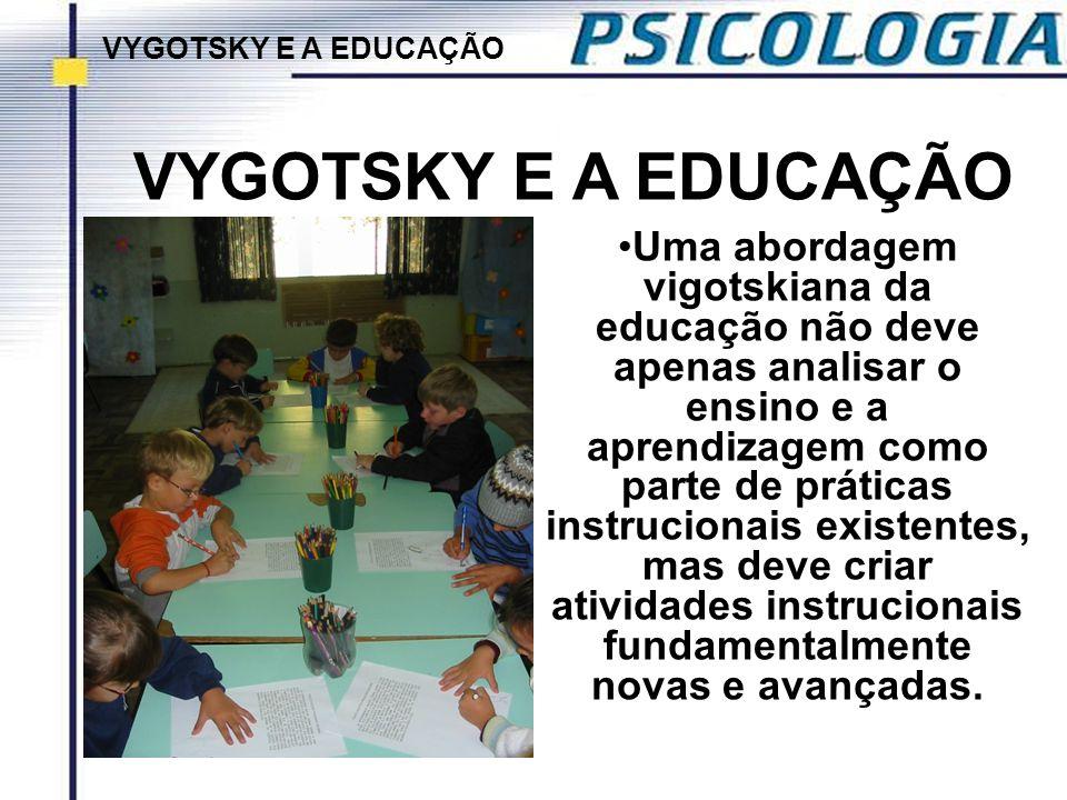Uma abordagem vigotskiana da educação não deve apenas analisar o ensino e a aprendizagem como parte de práticas instrucionais existentes, mas deve cri