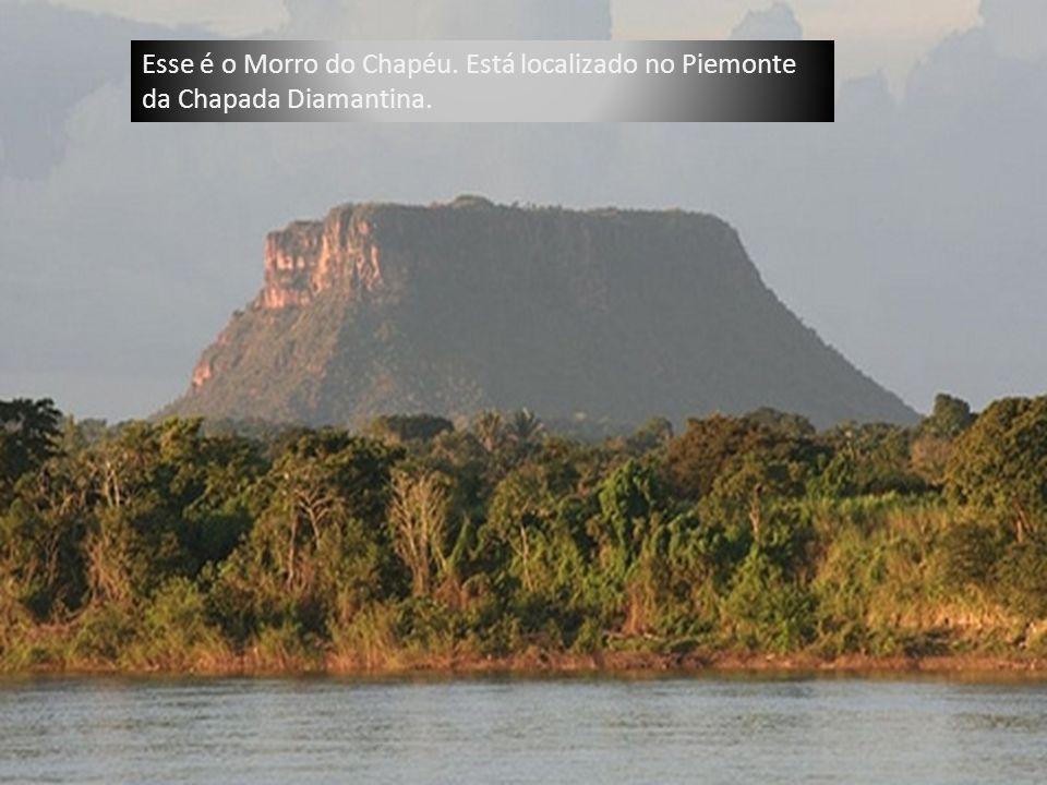 Esse é o Morro do Chapéu. Está localizado no Piemonte da Chapada Diamantina.