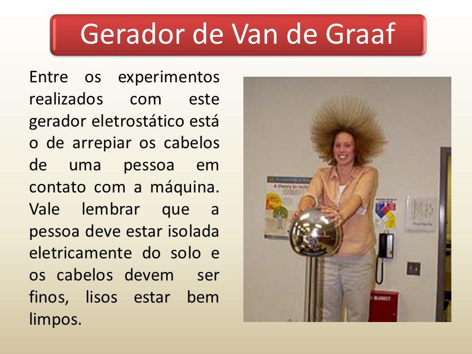 Entre os experimentos realizados com este gerador eletrostático está o de arrepiar os cabelos de uma pessoa em contato com a máquina. Vale lembrar que