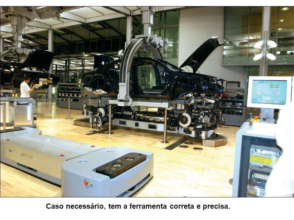 Motores segundo as especificações solicitadas pelos clientes. Note que os instrumentos de medição, são Informatizados.