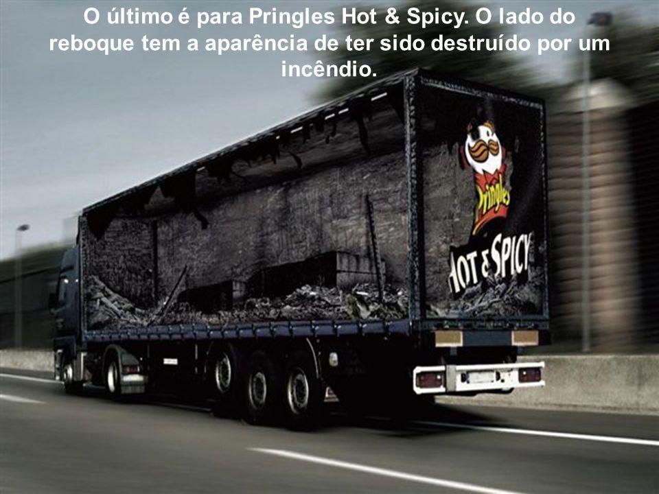 O último é para Pringles Hot & Spicy. O lado do reboque tem a aparência de ter sido destruído por um incêndio.