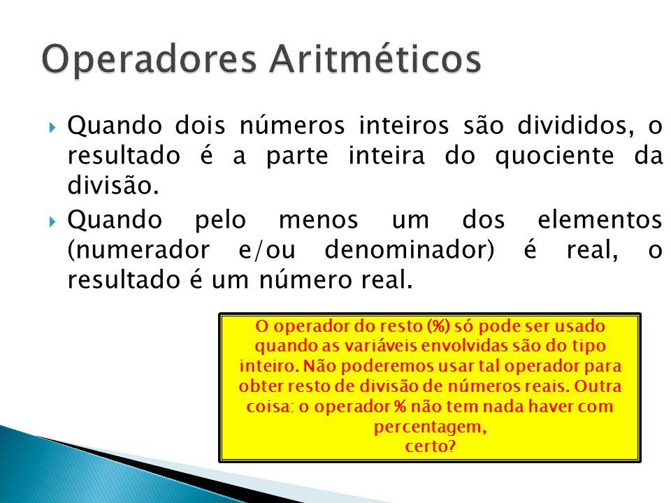Quando dois números inteiros são divididos, o resultado é a parte inteira do quociente da divisão. Quando pelo menos um dos elementos (numerador e/ou