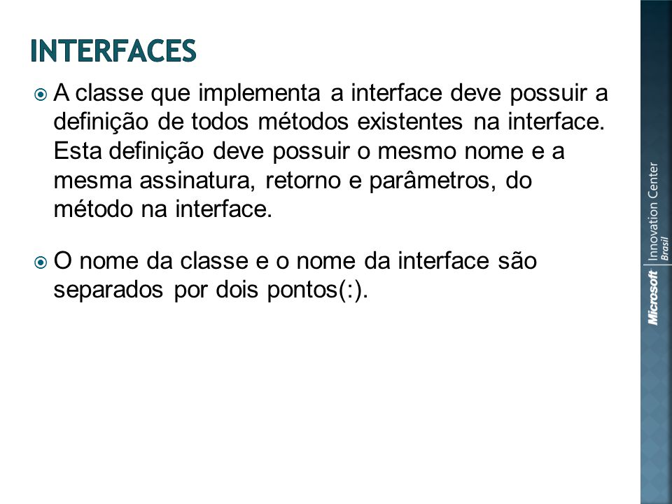 A classe que implementa a interface deve possuir a definição de todos métodos existentes na interface.