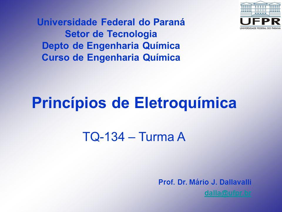 Tipos de Células Eletroquímicas Célula Galvânica – reação ocorre naturalmente - Pilha - potencial positivo (Ecel = +) - exotérmica produz energia »Ânodo = (-) e Cátodo = (+) Célula Eletrolítica – reação não ocorre naturalmente, requer estimulo externo (energia) para ocorrer – Célula p/ Cloro-Soda - potencial negativo (Ecell = -) - endotérmica requer energia »Ânodo = (+) e Cátodo = (-) Células quimicamente reversíveis – células as quais revertem a direção da corrente simplesmente revertendo-se a reação química – Bateria Pb/Ácido