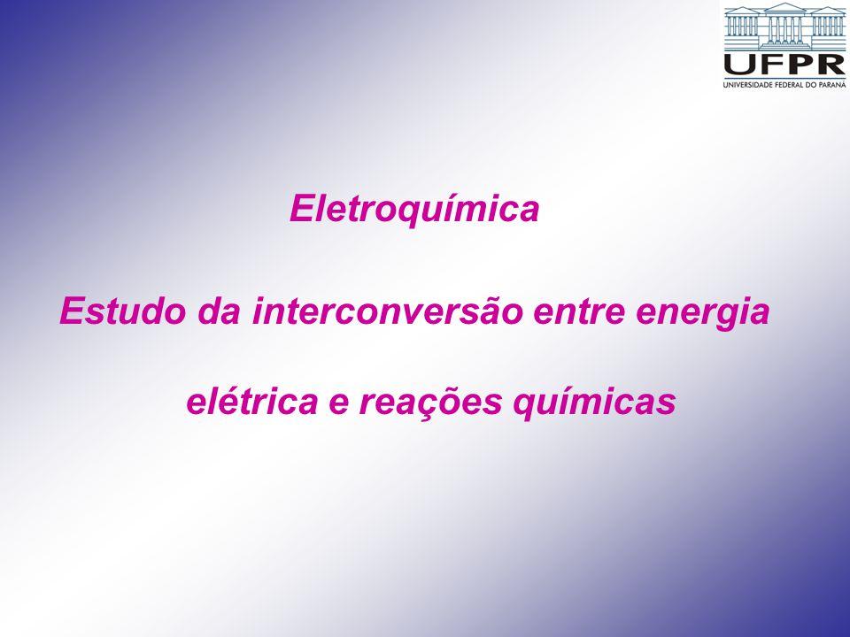 Eletroquímica Def.: Eletroquímica é a ciência que trata das relações entre química e eletricidade, descrevendo os fenômenos que ocorrem na interface de um condutor eletrônico, o eletrodo, com um condutor iônico, o eletrólito (1).