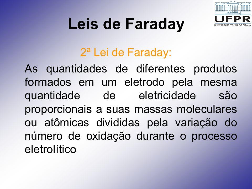 Leis de Faraday Para que qualquer reação eletroquímica ocorra numa célula, os elétrons devem passar através de um circuito conectado com os dois eletrodos.