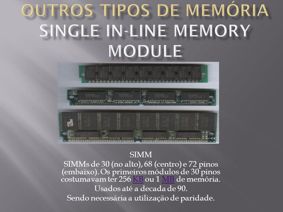 SIMM SIMMs de 30 (no alto), 68 (centro) e 72 pinos (embaixo).