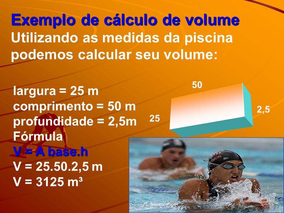 Uma piscina olímpica tem 1.890.000 litros de água (volume: 1.890 m 3 ). Ela mede 50 metros de comprimento e 25 metros de largura. São oito raias, cada