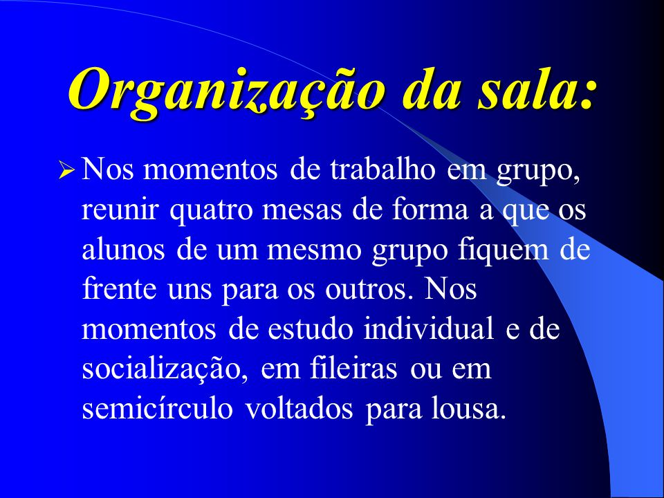 Organização da sala: Nos momentos de trabalho em grupo, reunir quatro mesas de forma a que os alunos de um mesmo grupo fiquem de frente uns para os ou