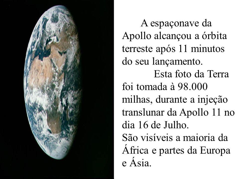 A espaçonave da Apollo alcançou a órbita terreste após 11 minutos do seu lançamento. Esta foto da Terra foi tomada à 98.000 milhas, durante a injeção
